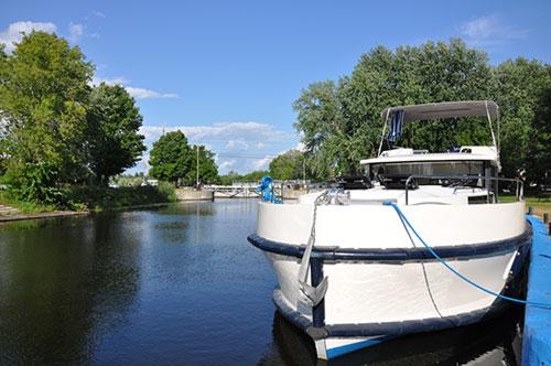 Le Boat Horizon Houseboat Cruiser moored in Merrickville Ontario