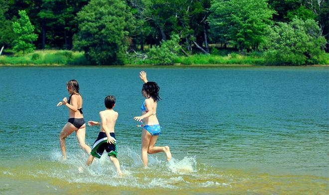 2. Splash around at Cavayere Lake