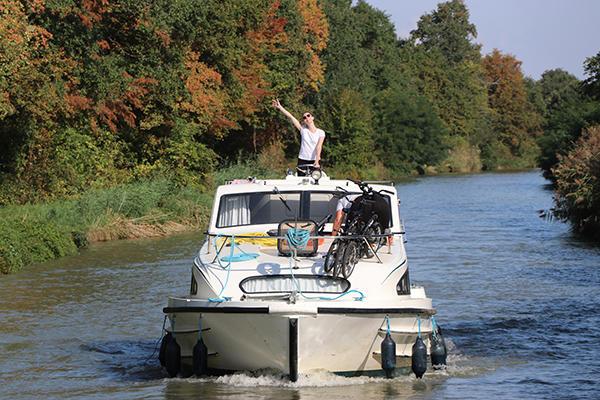 Le Boat Women Boaters in France