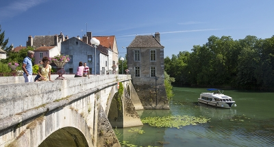 Vision boat cruising through Burgundy