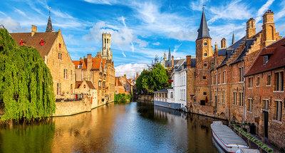Cruising through the waterways of Bruges