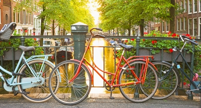 Discover the historic streets of Amsterdam by bike