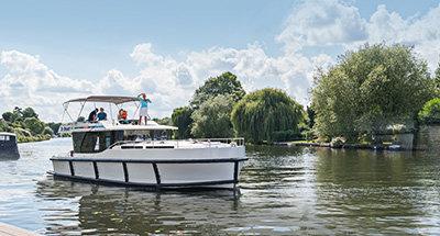 Horizon boat on the River Thames