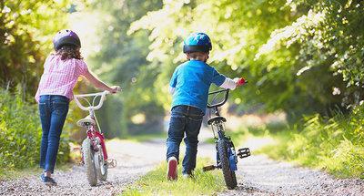 Children pushing bikes