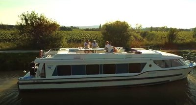 Johnny Bananas in the South of France with Le Boat