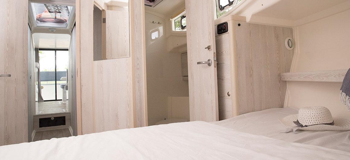 Horizon 3 - forward cabin and shower room