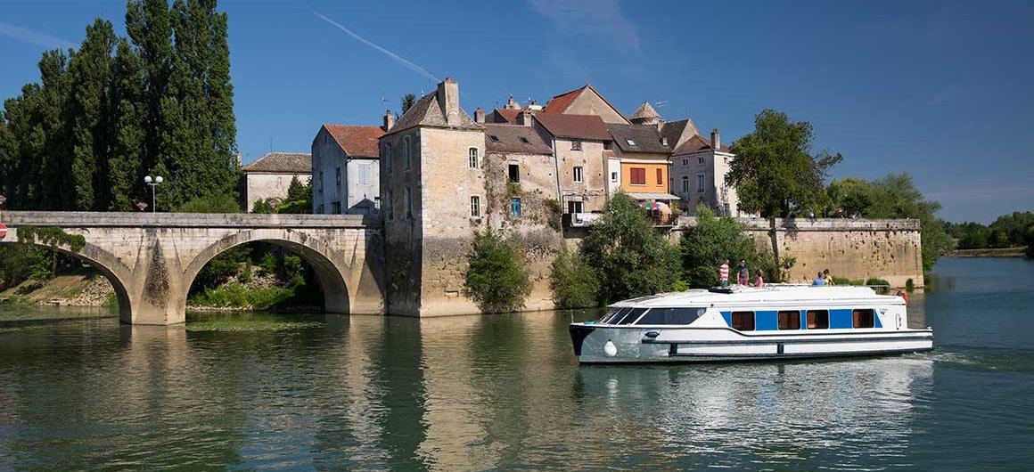 Vision boat in Verdun-sur-le-Doubs, Burgundy, France