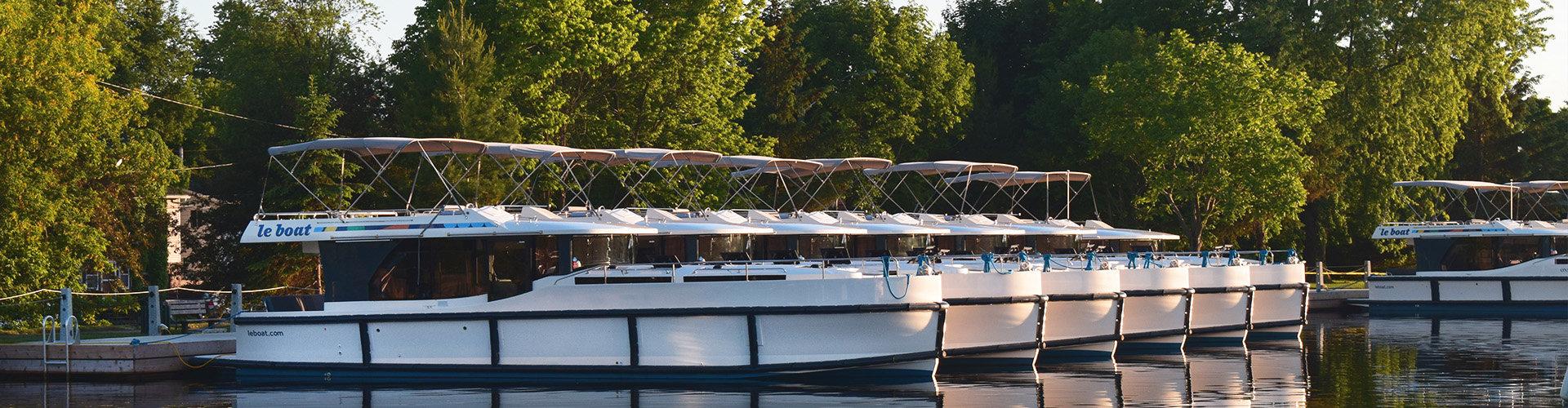 Horizon boats moored